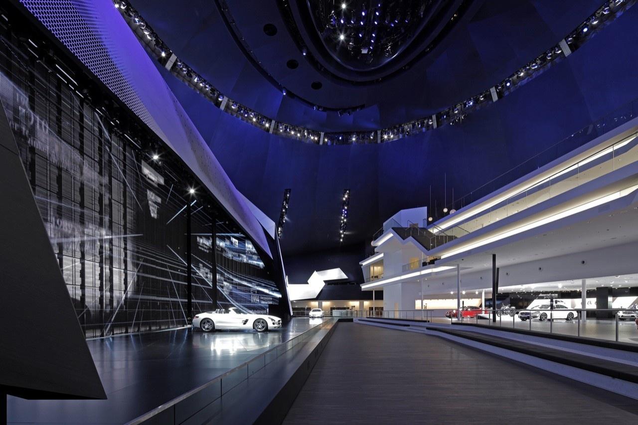 法兰克福的奔驰汽车展厅设计欣赏